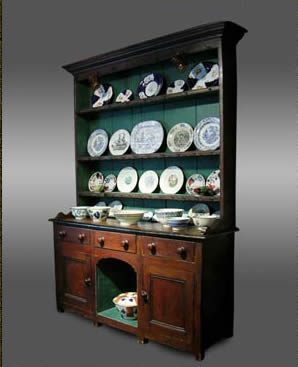Welsh pine dresser with original grained finish of small proportions